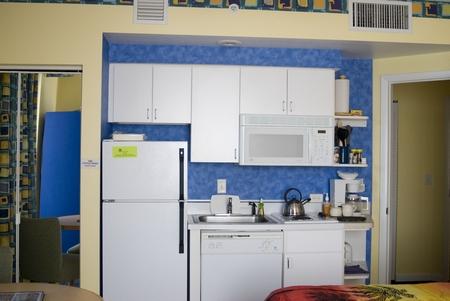 ocean-walk-studio-kitchen