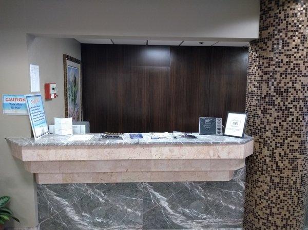 6a Hotel desk